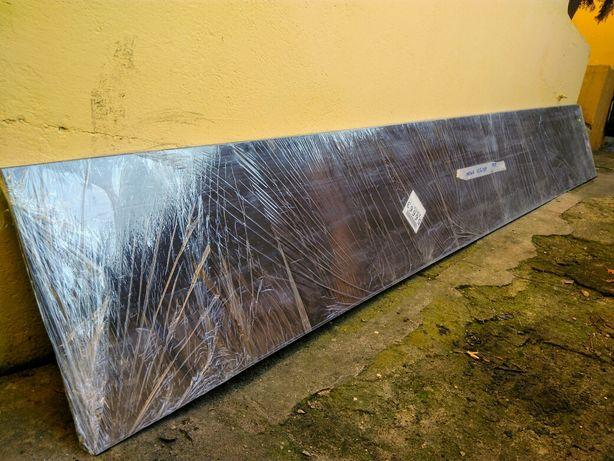 Duży parapet blacha