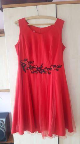 Sukienka tiulowa z aplikacją