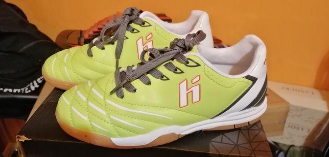 Buty nowe do piłki nożnej Huari halówki rozm 30
