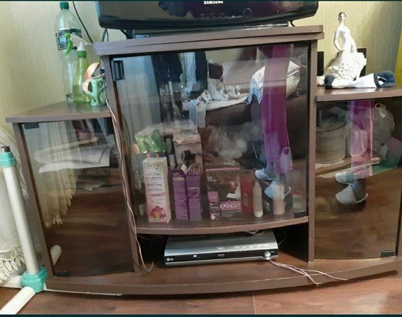 Тумба под телевизор вместительная