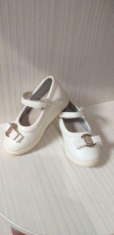 Біленькі туфельки