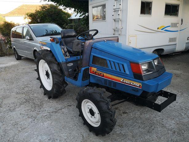 Trator 4x4. Como novo