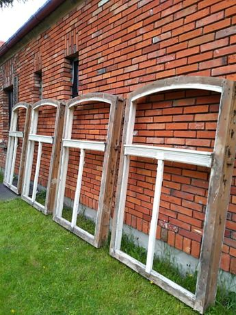 Stare drewniane okna łukowe ościeżnice vintage