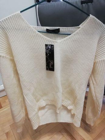 Nowy luźny sweterek