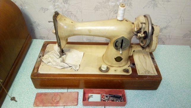 Швейная машинка ПМЗ им. Калинина (с футляром)