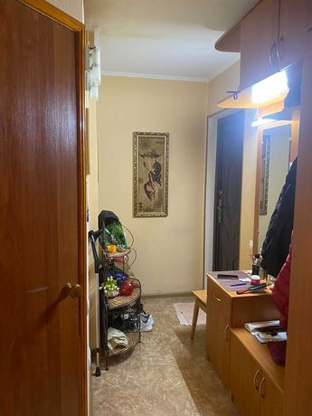 Продам 2-х двух комнатную на  Гоголевской со всей мебелью и техникой.