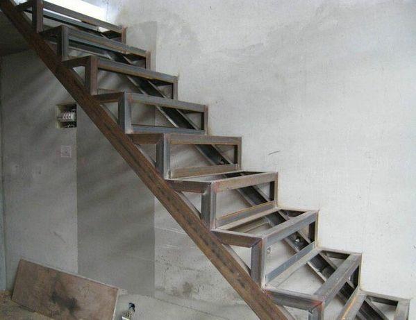 Сварочные работы. Сварщик. Лестницы. Перила. Металлоконструкции.