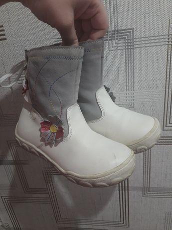 Зимние белые сапоги для девочки 28 размер стелька 18 см фирмы Том.м