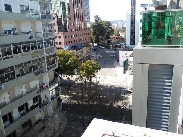 Consultório na AV Júlio Dinis, Campo Pequeno, Lisboa