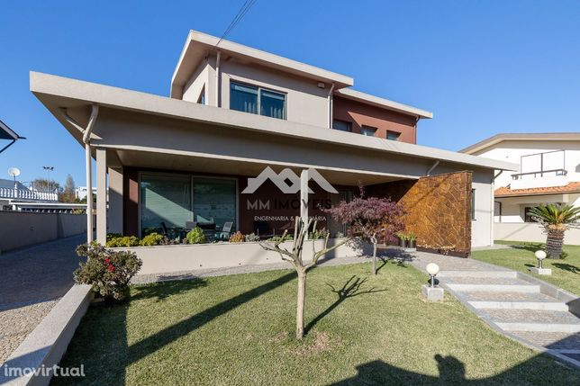 Moradia T5 | 4 Frentes | 800m2 Terreno | Jardins | Box 3 carros