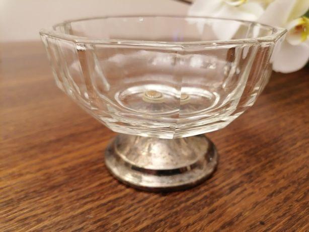 Cukiernica/bomboniera szklana na srebrnej podstawie