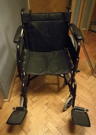 Wózek inwalidzki plus gratis pampersy.
