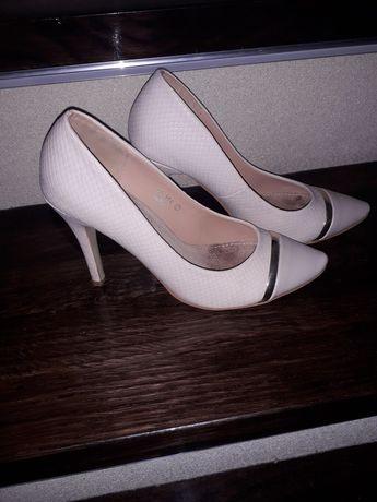 Beżowe szpilki pantofle 37