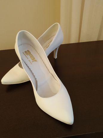 Buty białe szpilki czółenka ślubne