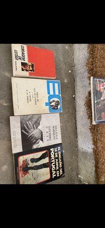 Conjunto de livros antigos