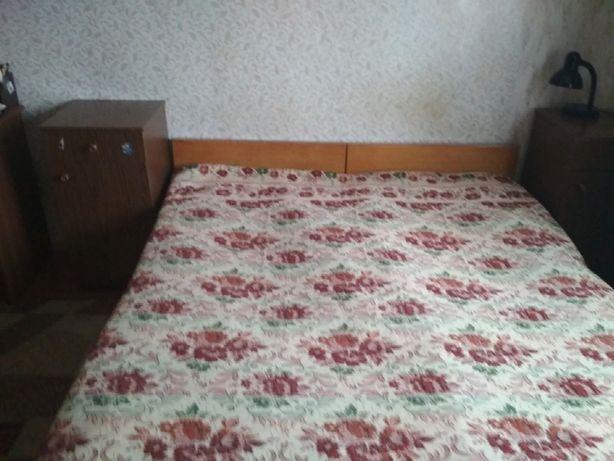 Продам недорого 2 деревянные односпальные кровати б/у