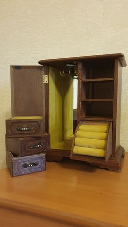 Шкафчик для украшений комодик
