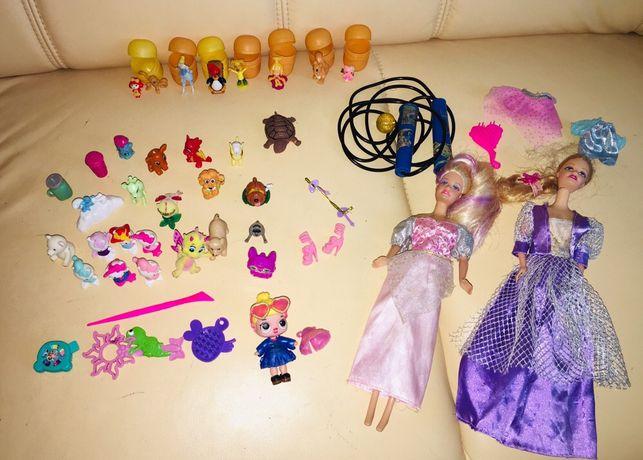 Игрушки :Куклы барби , одежка к ним, лол , скакалка, киндеры.