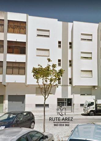Garagem à venda na praceta Viana da Mota - Feijó