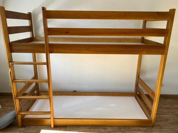 Solidne łóżko piętrowe drewniane