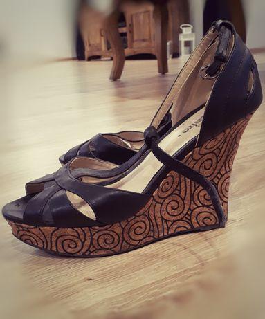 Buty na koturnie rozmiar 39 czarne sandały