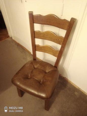 Dębowe krzesła z siedziskiem ze skóry