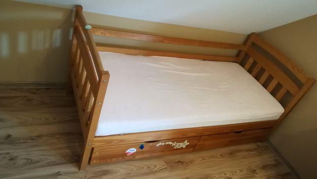 Łóżko drewniane 180x80 z materacem sprężynowym.