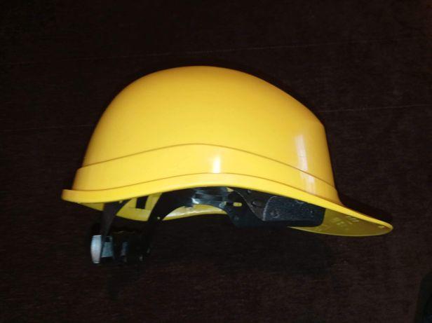 Żółty kask budowlany