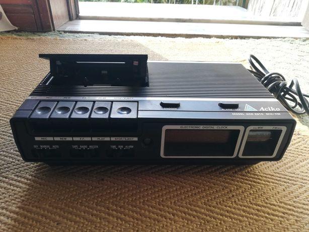Leitor, gravador de cassete e rádio relógio