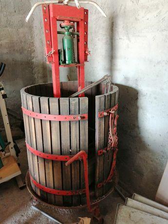 Prença antiga de vinho