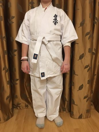 Продам кимоно на возраст 13-15 лет в отличном состоянии