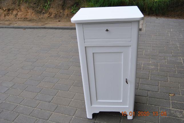 stara szafka nocna odnowiona, lite drewno, biała matowa