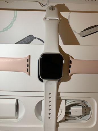 Smartwatch , zegarek Apple Watch 5 Silver , komplet , bdb