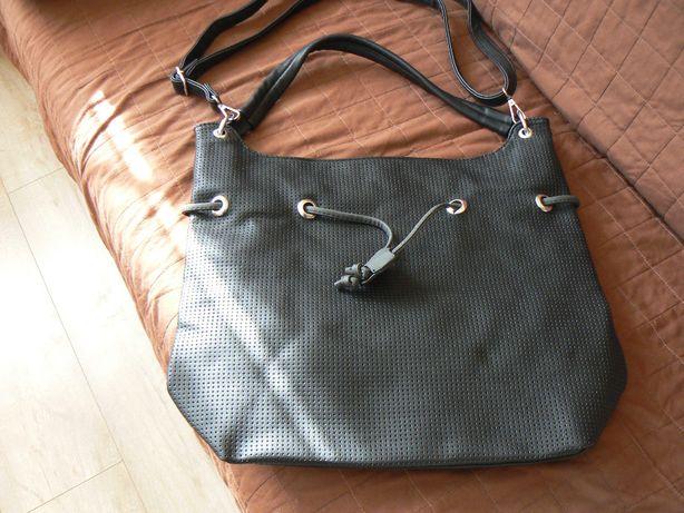 Sprzedam nową torebkę czarną