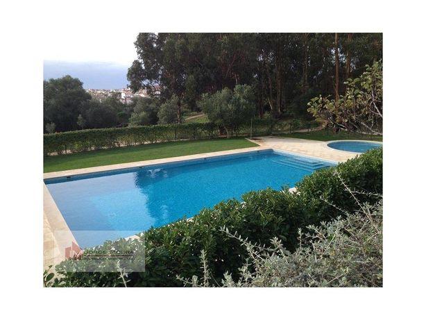 Moradia T6 em Condomínio com piscina em Alcabideche