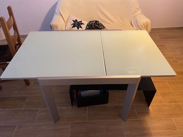 Mesa extensível com tampo de vidro