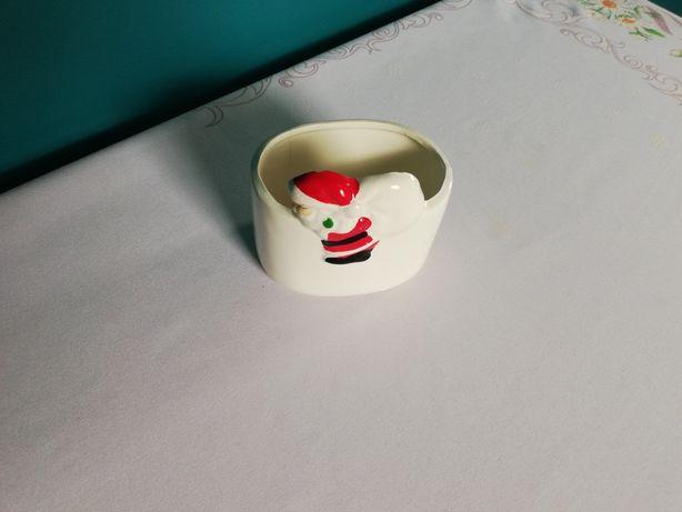 Ceramiczna doniczka w Mikołajem