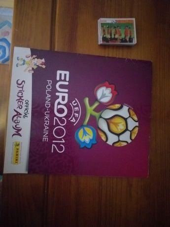 Caderneta euro 2012 incompleta com alguns dos cromos por colar