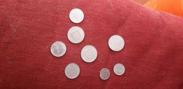 Oito moedas portuguesas de 1982