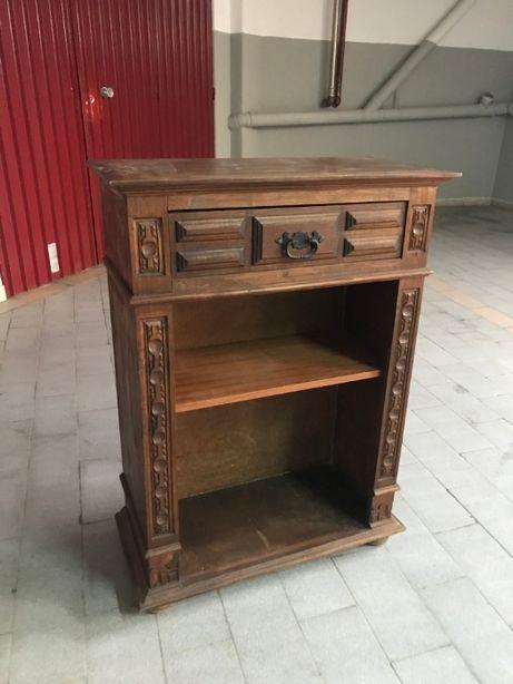 Aparador em madeira - potencial para restauro