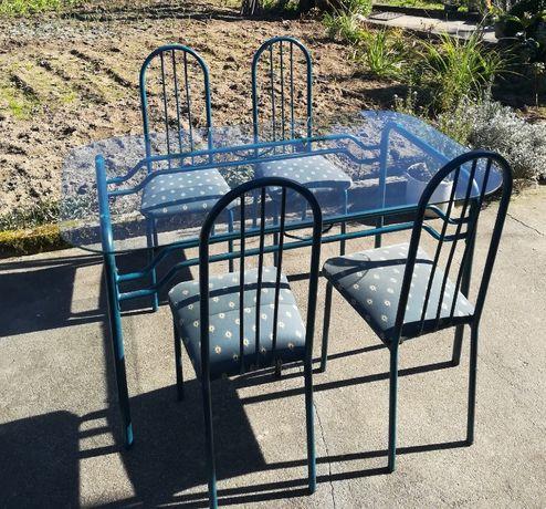 Mesa grande de vidro e 4 cadeiras