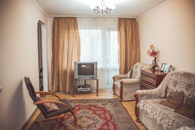 Продаю 4-х кімн.квартиру на середньому поверсі Польова