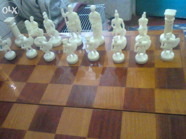 Шахматы в римском стиле.
