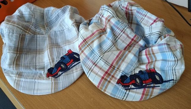 2 kaszkiety czapeczki z daszkiem kapelusze Bliźniaki