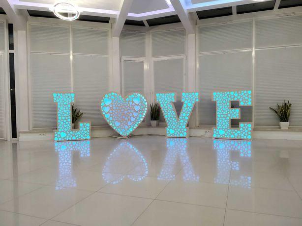 Napis Love oraz miłość
