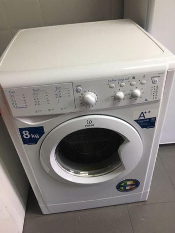 Maquina de Lavar INDESIT