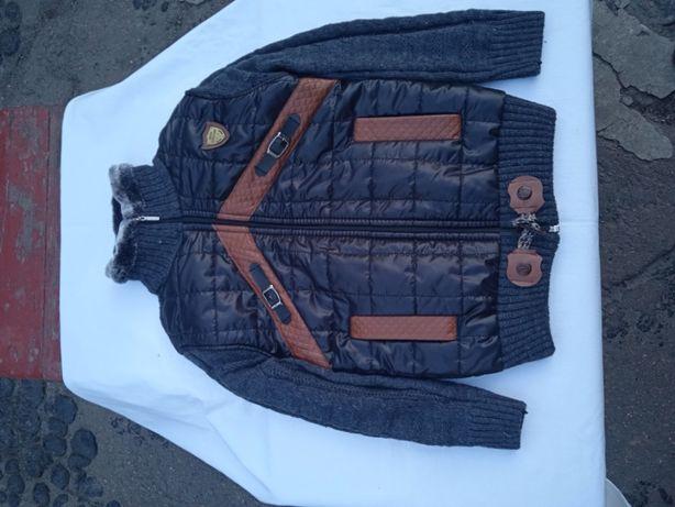 Продам трикотажную куртку на мальчика.