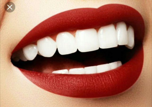 Профессиональная чистка зубов и отбеливание со скидкой.