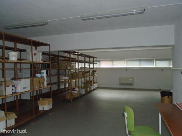 Armazém, 302 m², Santo Antão e São Julião do Tojal