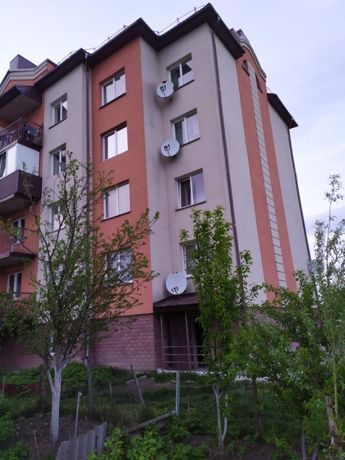 Продам 3 кімнатну квартиру у місті Почаїв, Тернопільської області.